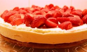 Lemon and Strawberry Summer Cake